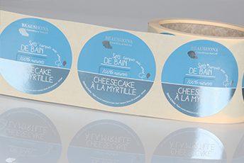 Papier met glanzende metalen aluminium deklaag voor etiketten op rol van unieketiket.nl